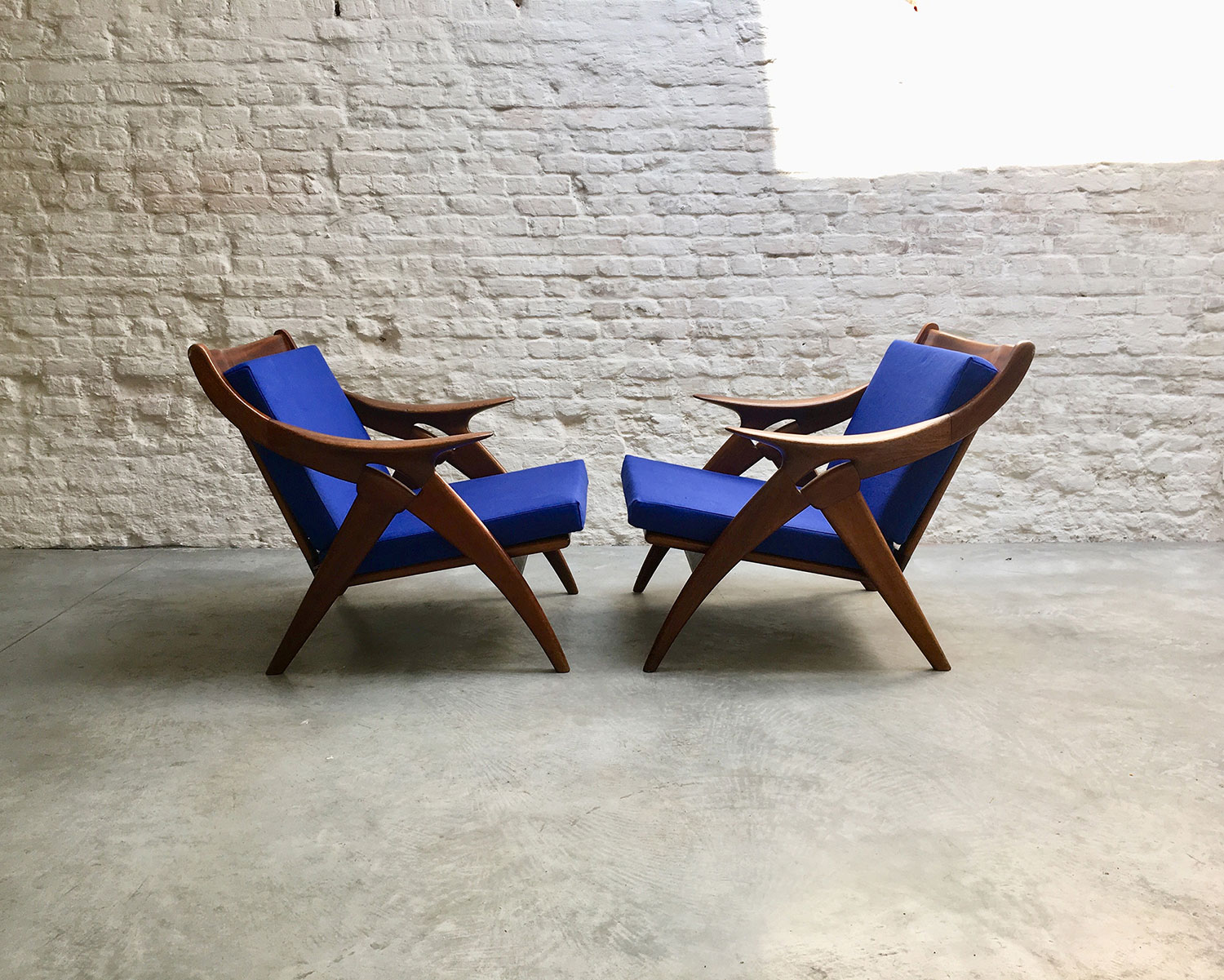 Die-Firma-vintage-shop-Antwerp-de-knoop-destergelderland-chairs