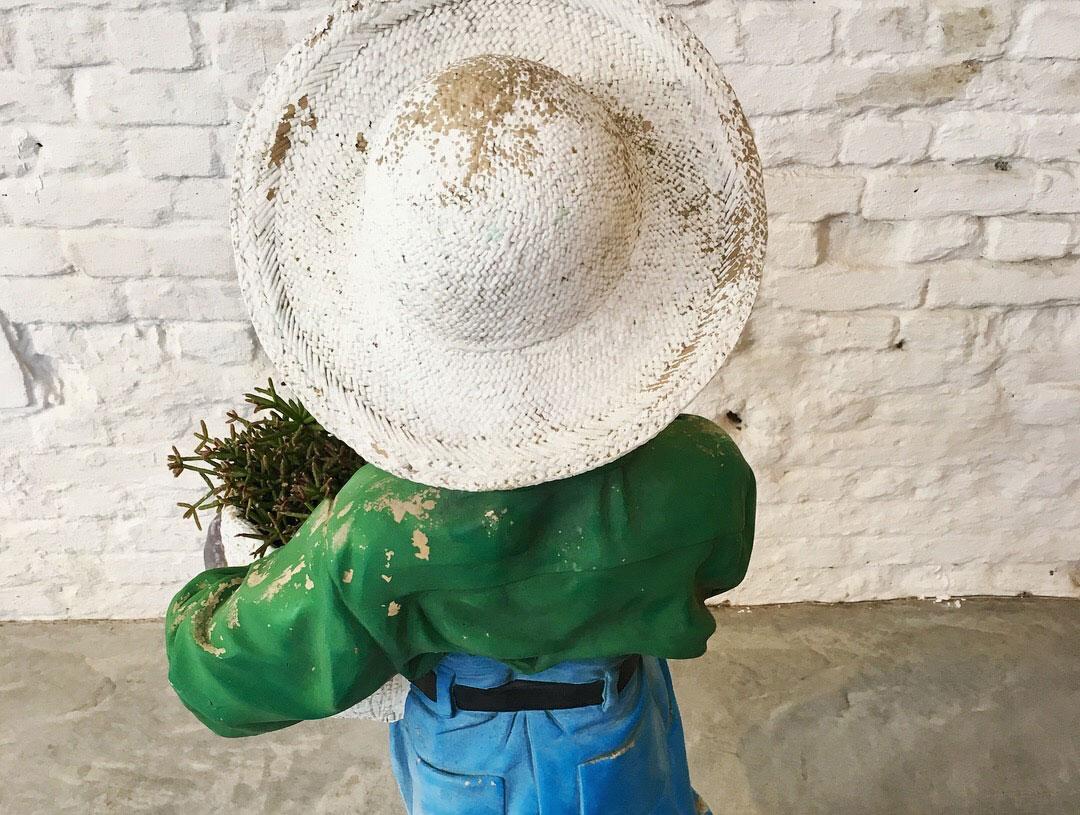 Die-Firma-vintage-shop-Antwerp-gardenstatue-plantholder-midcentury