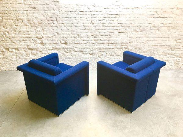 Die-Firma-vintage-shop-Antwerp-knoll-clubchairs-royalblue-midcentury-design