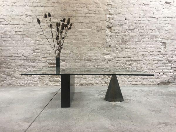 Die-Firma-vintage-shop-Antwerp-kono-coffeetable-vignelli-casigliani