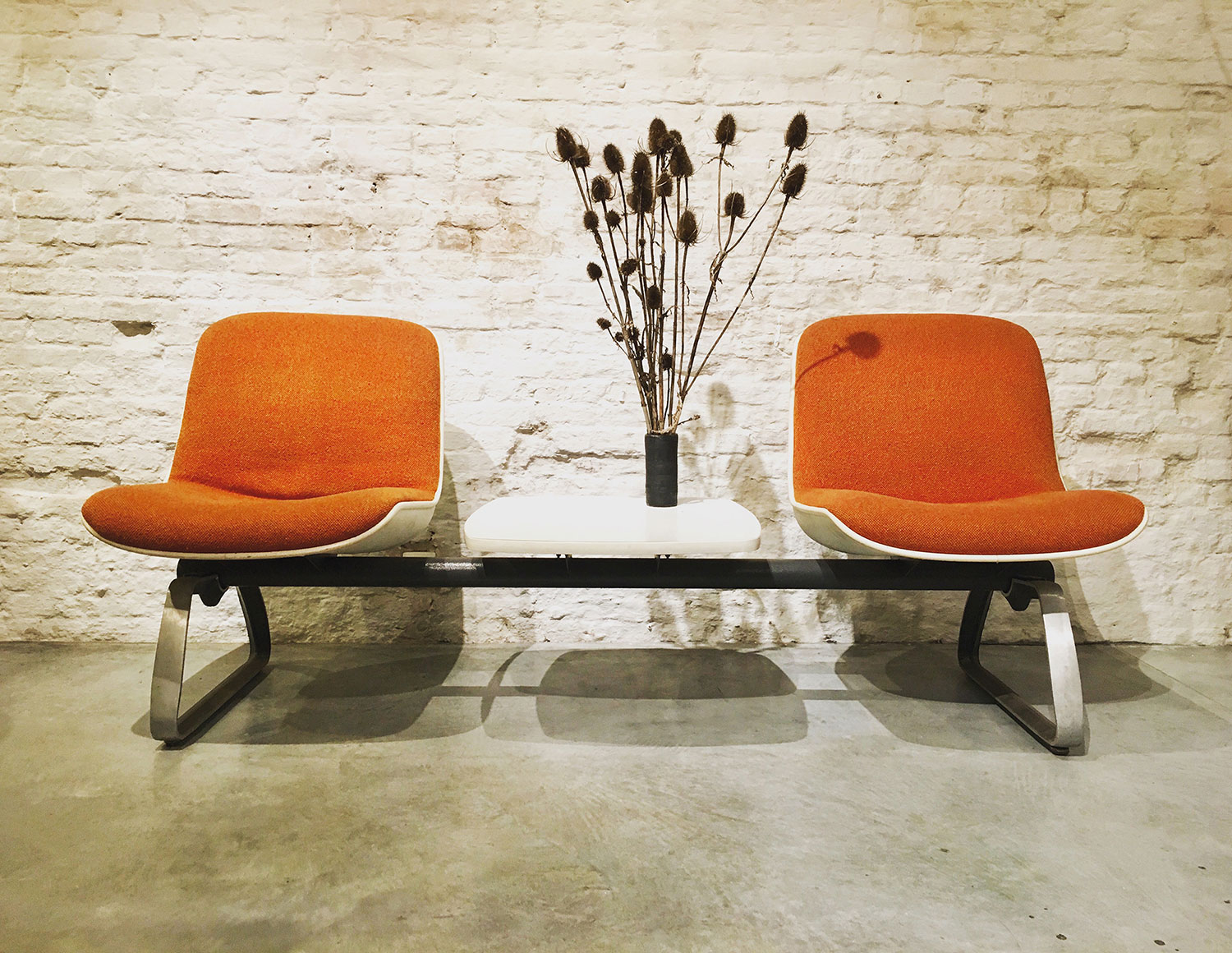 Die-Firma-vintage-shop-Antwerp-mid-century-waitingbench