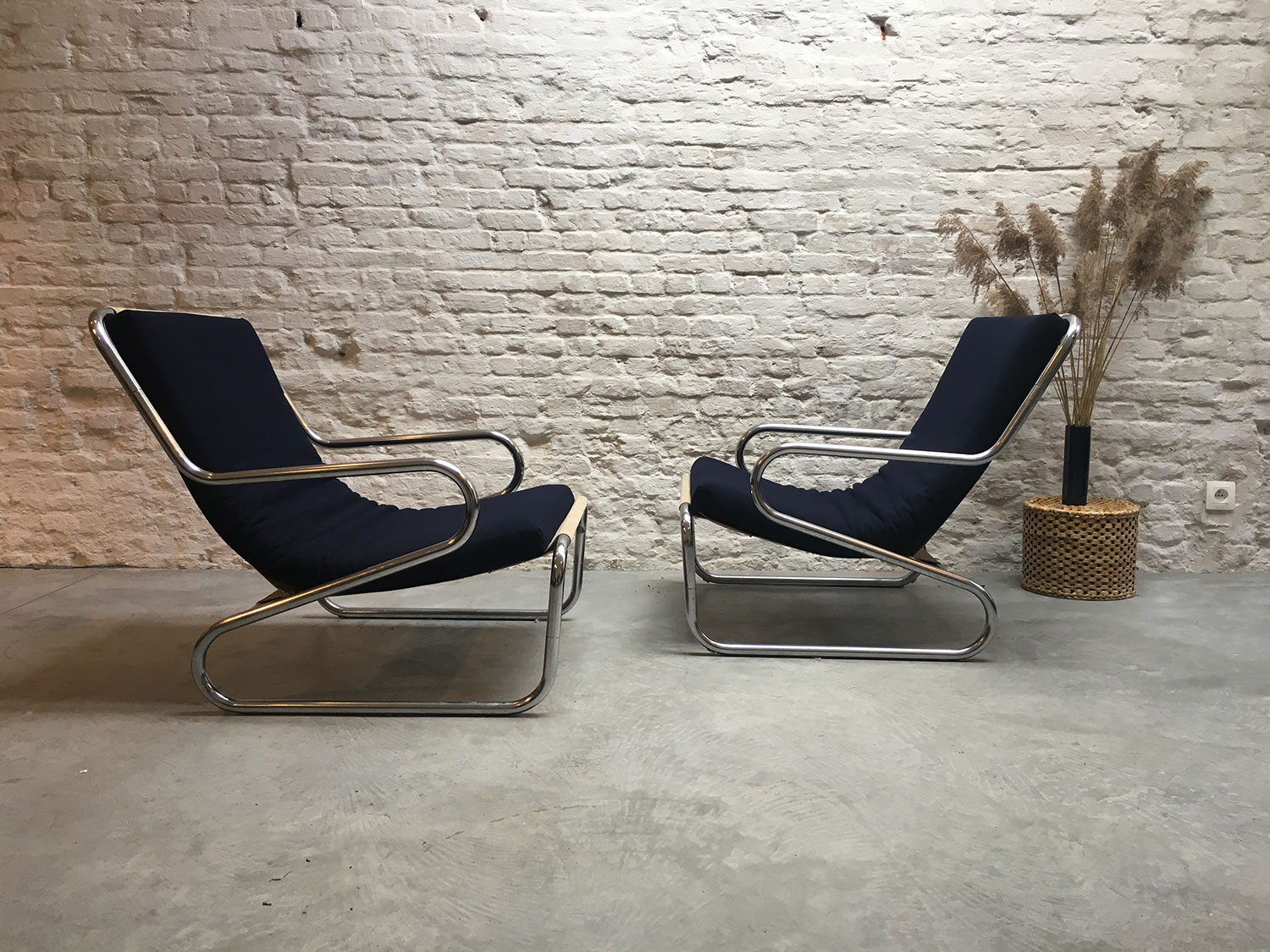 Die-Firma-vintage-shop-Antwerp-midcentury-tubular-lounge-chair