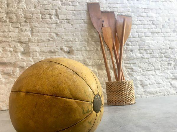 Die-Firma-vintage-shop-Antwerp-strenghtball-oars-midcentury-design