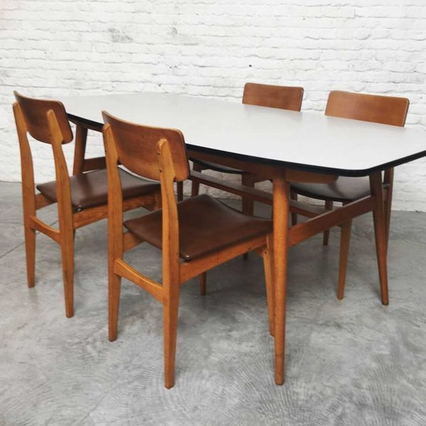 Die Firma vintage shop Antwerp Eettafel set stoelen Abstracta Jos de Mey voor Van Den Berghe Pauvers