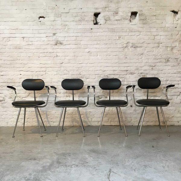 Die Firma vintage shop Antwerp Industriële vintage stoelen