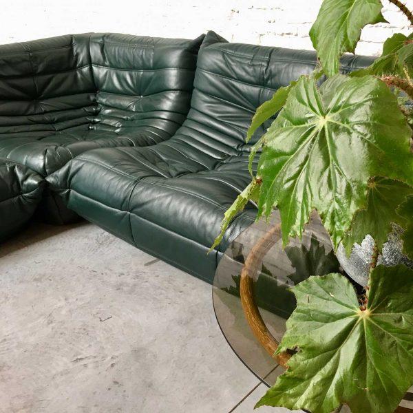 Die Firma vintage shop Antwerp Ligne Roset Togo Michel Ducaroy diepgroen leder