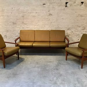 Scandinavische Bank + Set Easy Chairs