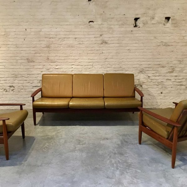 Die Firma vintage shop Antwerp Scandinavische bank set easy chairs