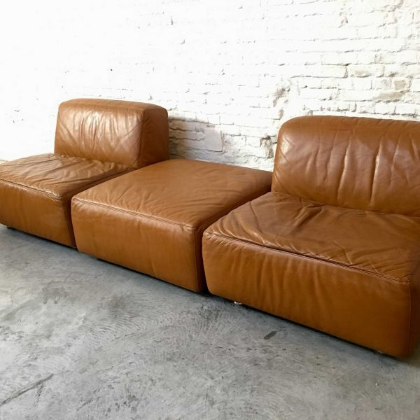 Die Firma vintage shop Antwerp fauteuils poef Durlet Jeep