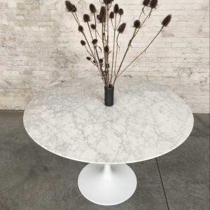 Tulip tafel met marmeren blad