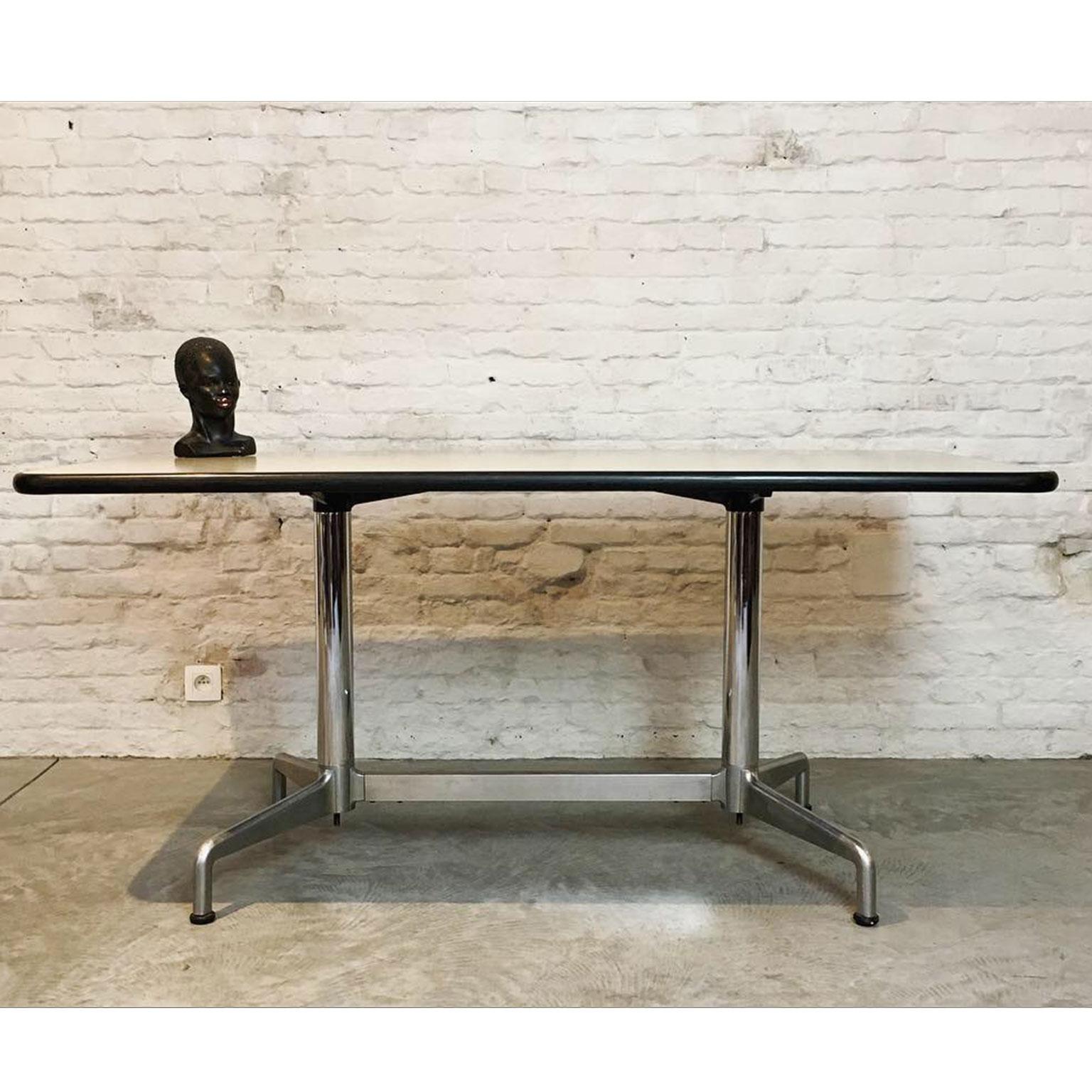 Die-Firma-vintage-shop-Antwerp-vintage-Castelli-SBC-tafel