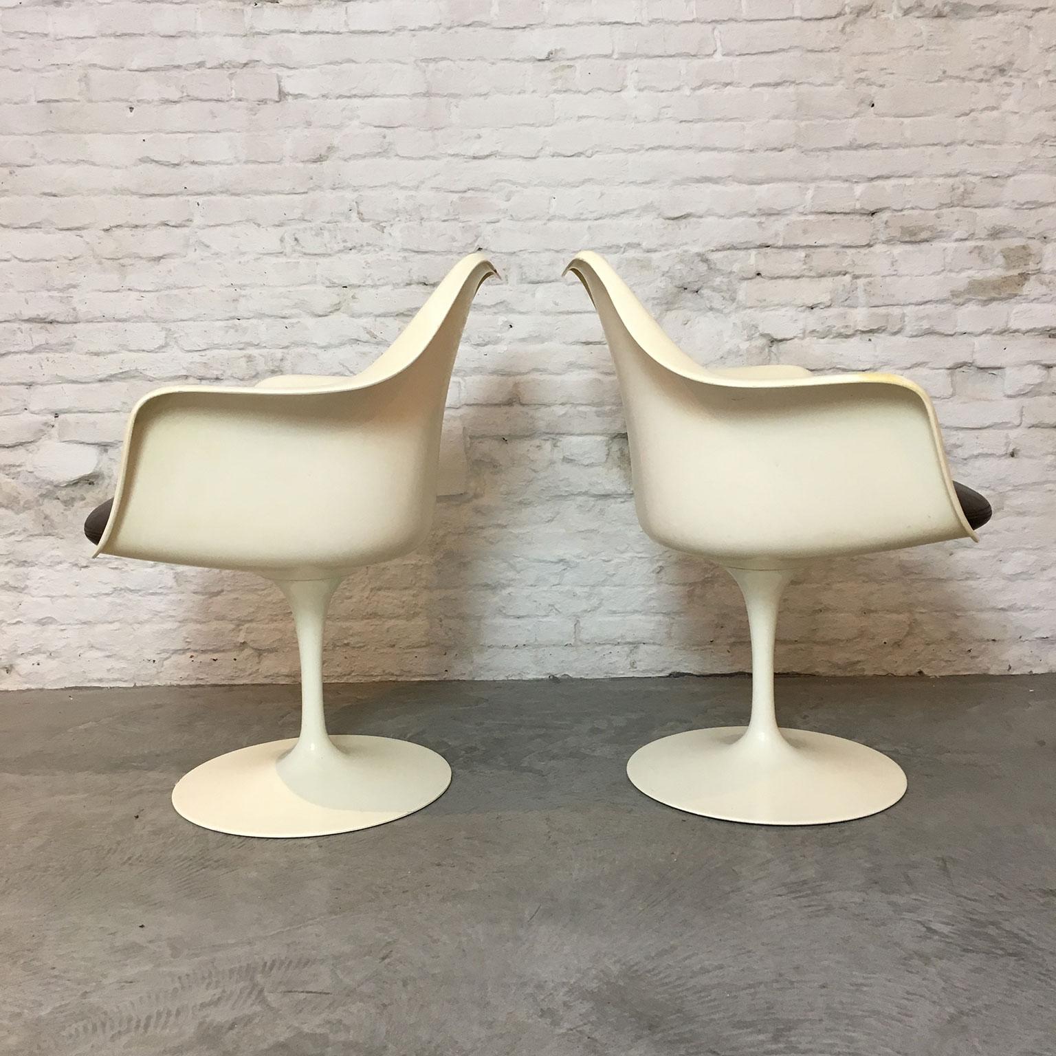 Die-Firma-vintage-shop-Antwerp-vintage-Knoll-tulip-chairs