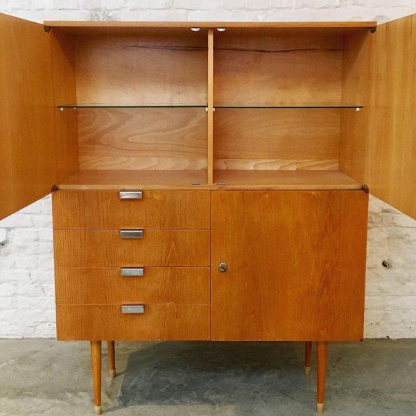 Die-Firma-vintage-shop-Antwerp-Vintage-barkast