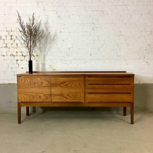 Die-Firma-vintage-shop-Antwerp-Vintage-sideboard
